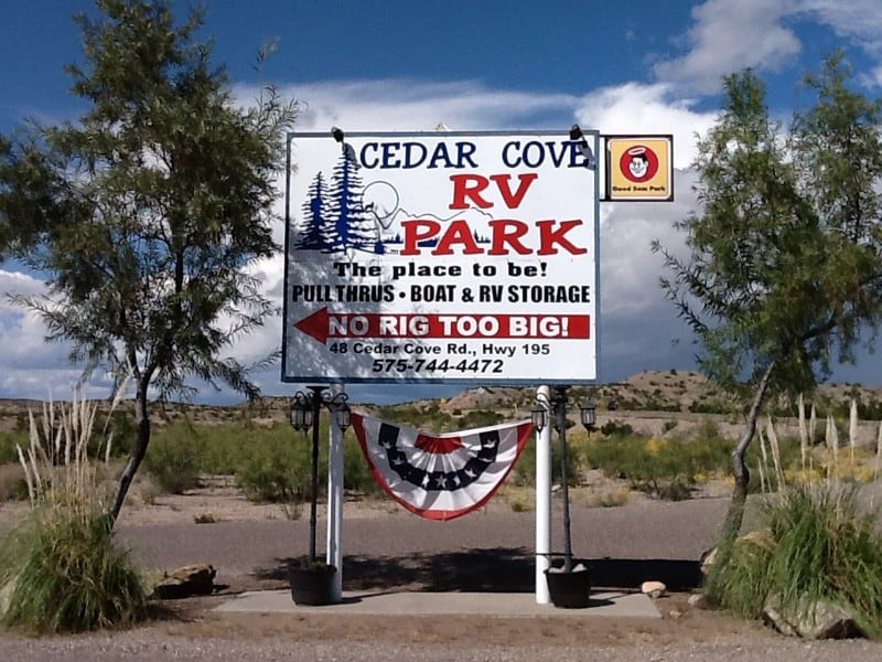 Cedar-Cove-RV-Park-with-July4-bunting