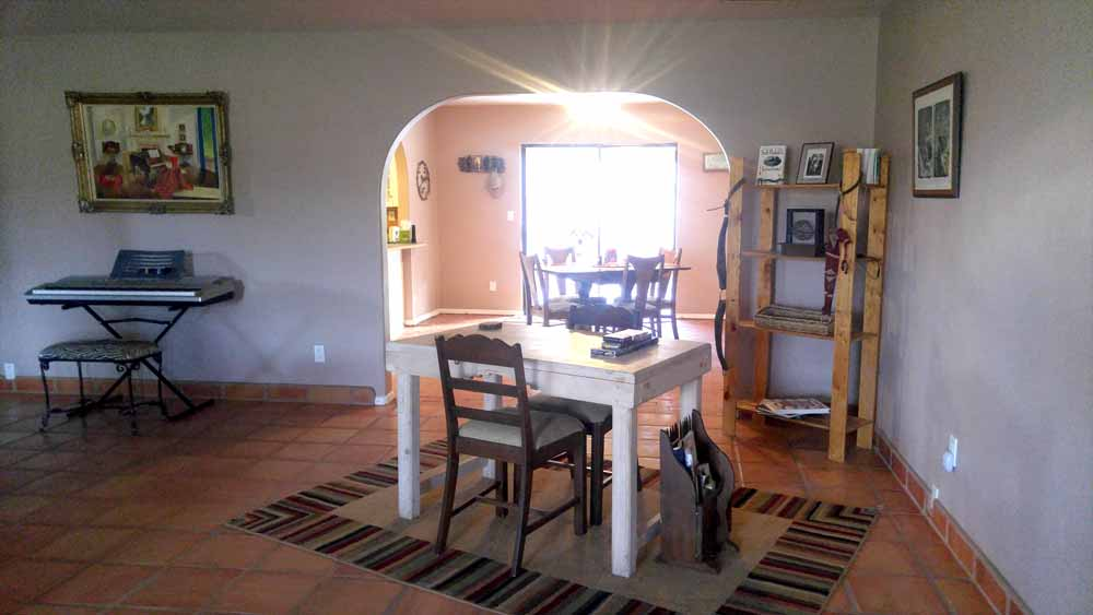 Monticello canyon ranch house rental - card table and keyboard