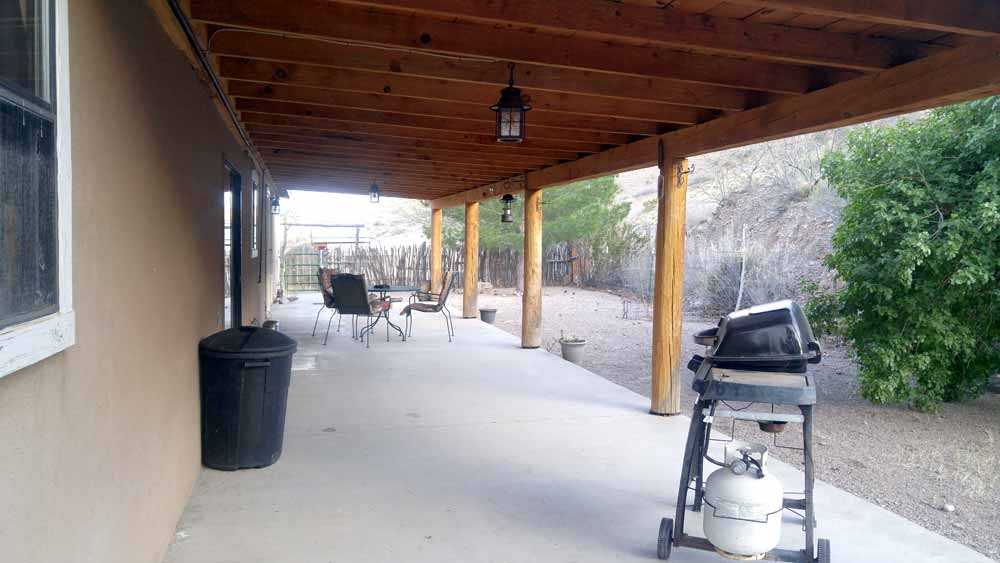 Monticello canyon ranch house rental - portal with outdoor furniture and barbecue grill